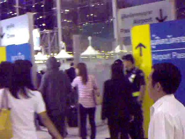 110408-wb-bkk-airport-1