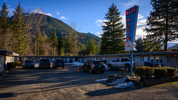Red Diamond Motel/Blue Diamond Motel and The Dutchman's. -  Mt Si Motel in real life.