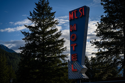Red Diamond Motel/Blue Diamond Motel and The Dutchman's.  Mt Si Motel in real life.