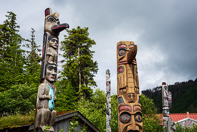 Potlatch Park  - Totem poles and info on how they make totems