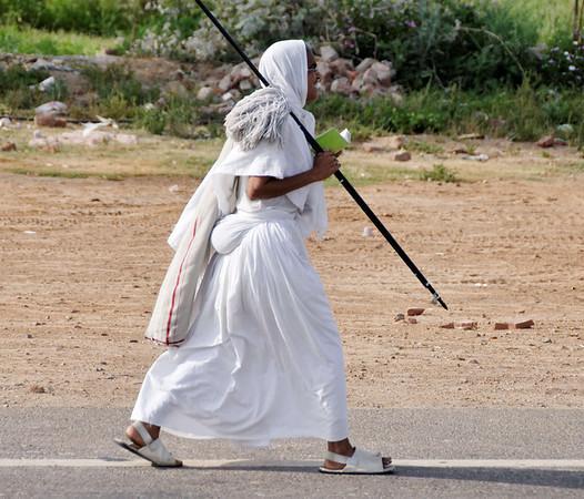 Jain nuns walking alongside freeway to Agra