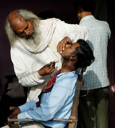 Nothing like a straight razor shave from a man who hasn't had one himself, on the road to Agra