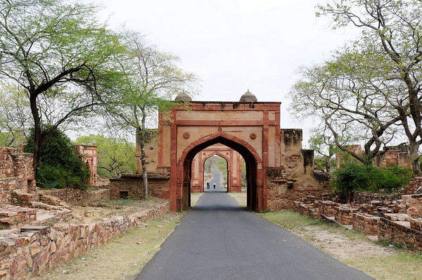 Gates, road to Fatehpur Sikri (City of Victory)