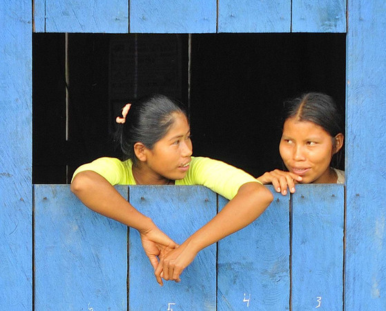 Girls watching, La Reforma, Rio Tapiche, Peru