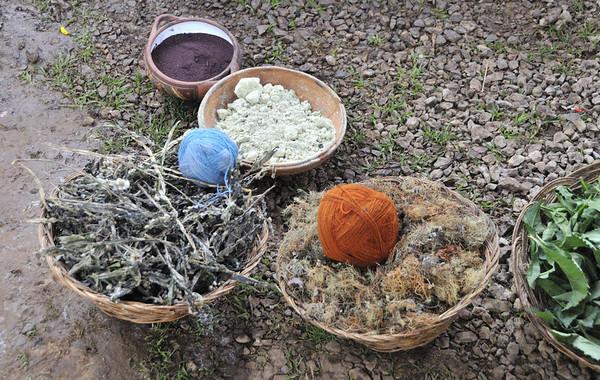 Natural materials for making cloth, Willoq Community, Peru