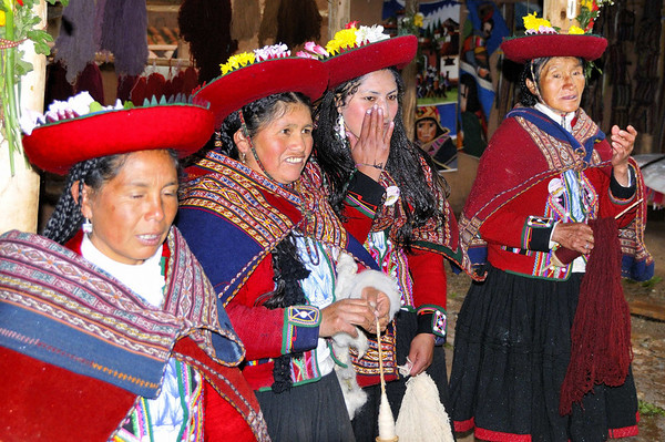 4 generations:  Jessica, Antonia, Nellie, Fellicidad, Willoq Community, Peru