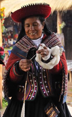 Drop spool weaving, Willoq Community, Peru