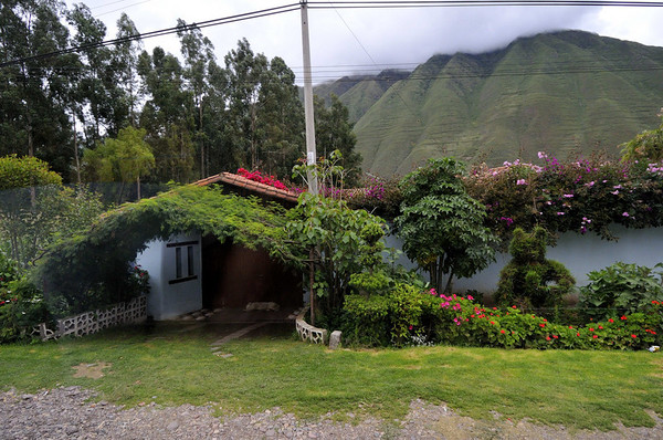 countryside house, from the bus, near Yucay, Peru