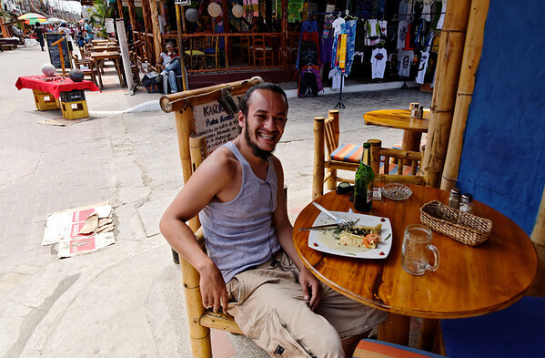 Estefán enjoying breakfast in town