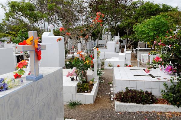 Santa Cruz, above ground burial crypts