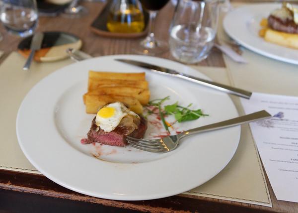 Viñas Casas del Bosque, steak with quail egg