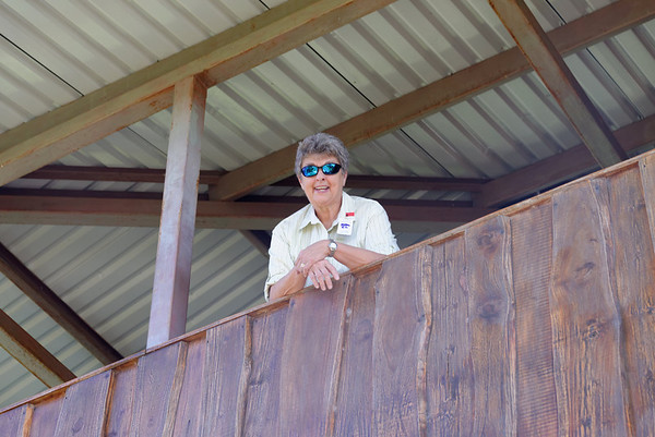Suzanne observing, Doka