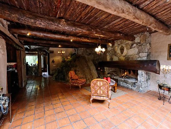 Dos Chorreras, nice fireplace