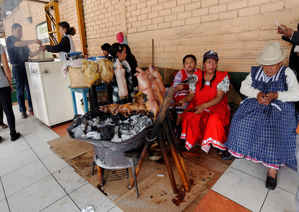 Gualaceo market, chicken and cuy (guinea pig) cooking