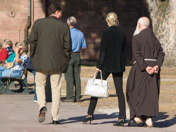 Worms, St Peter's, monk and woman