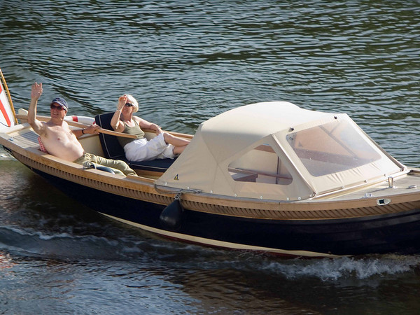 relaxed boating on the Mosel
