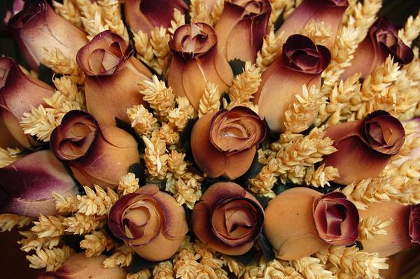 Cut roses, flower market <br /> Nice, France