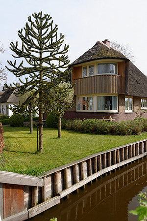 Giethoorn; nice canal home, many homes range from 400,000 euros up