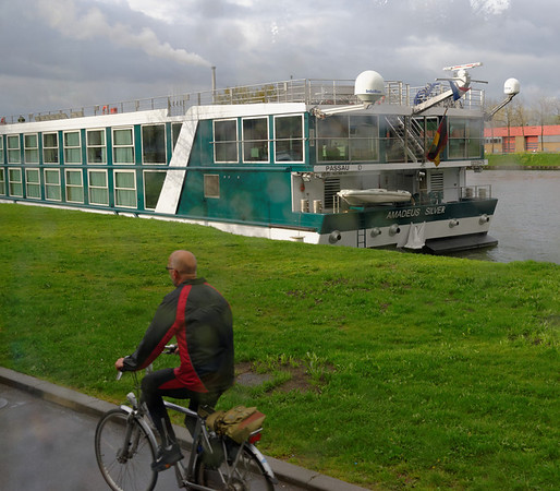 DAY 5:  Utrecht on the Amsterdam-Rhine canal, getting ready for a daytrip to The Hague and Delft.