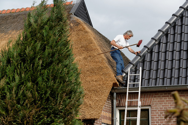 Giethoorn; working on the thatched roof