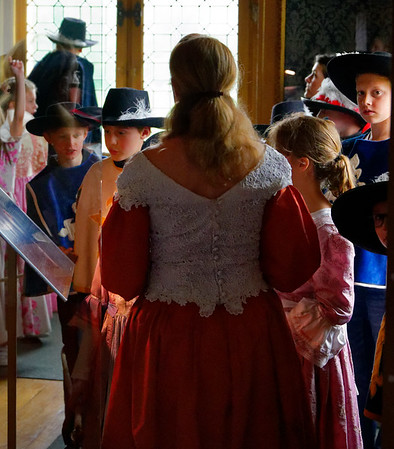 Vaux-le-Vicomte - schoolkids dressed in period costumes, furnished by the staff