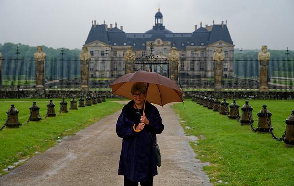 Château de Vaux-le-Vicomte entrance in the rain