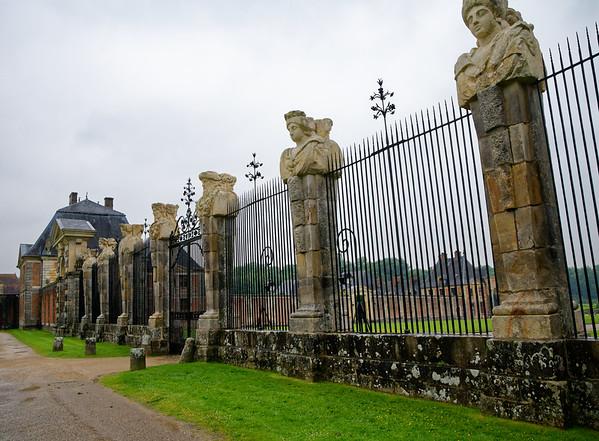 Vaux-le-Vicomte - fence at the entrance