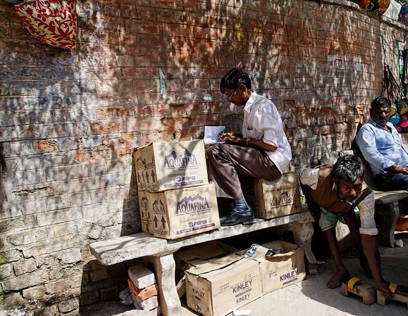 Rickshaw accountant, no space wasted, Delhi