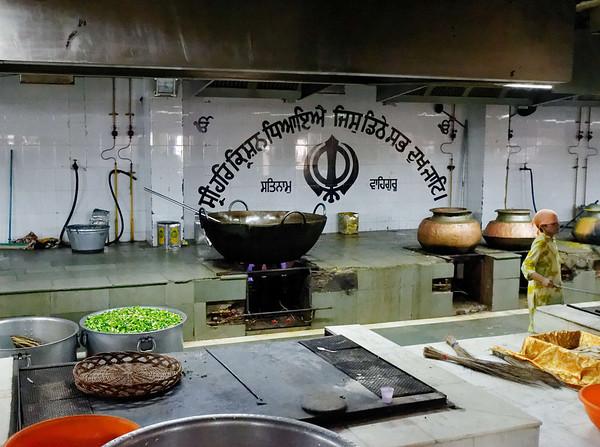 Wok and vegetables, Bangla Sahib, Delhi