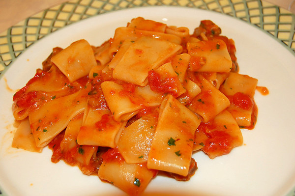 Large tubular pasta with tomatoes - wow! Lucca, Italy