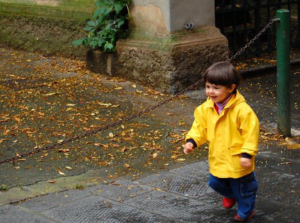 Joyful - running to his dad Sestri Levante, Italy