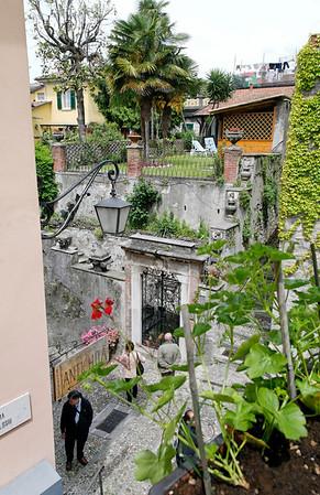 small housetop garden above steep steps, Bellagio