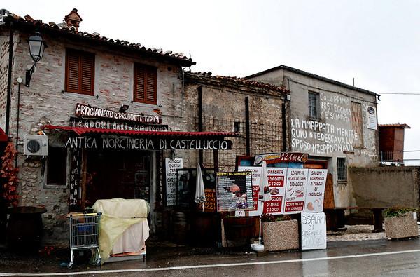 Castelluccio, plain outside but vibrant and warm inside_DSC8452