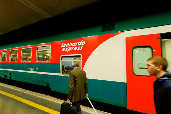 Train to Rome and an adventure with a euro-switching taxi driver and a declined hotel reservation, thanks Priceline_DSC8300