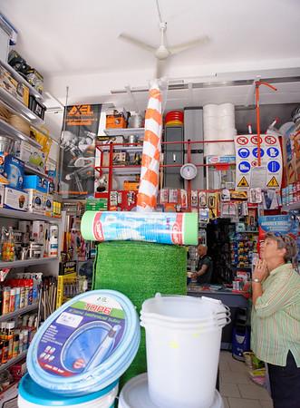 Polignano a Mare, hardware store