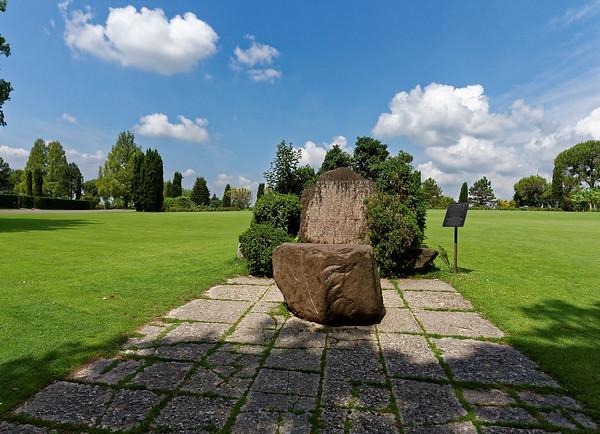 Valeggio, Parco Sigurta Giardino; Poem