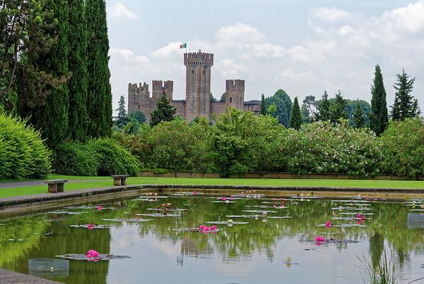 Valeggio, Parco Sigurta Giardino; Castle and lily pond