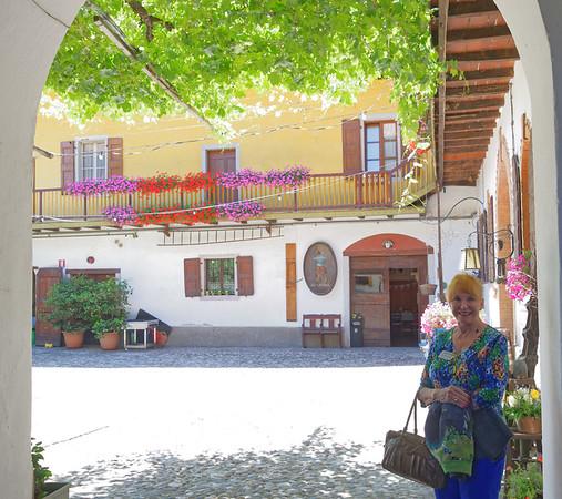 Marano, Azienda Agricola de Tarczal; Sue and the courtyard