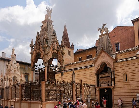Verona: hanging coffins of La Scaglia