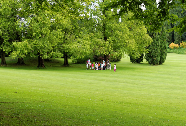 Valeggio, Parco Sigurta Giardino; schoolkids