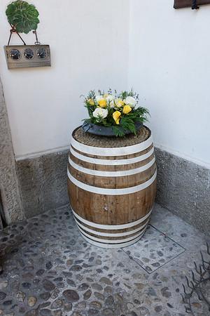 Marano, Azienda Agricola de Tarczal; small touches - fresh roses