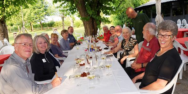 Selva Capuzza, the restaurant at Borgo San Donino; group at the restaurant