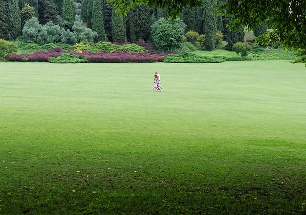 Valeggio, Parco Sigurta Giardino; family walking
