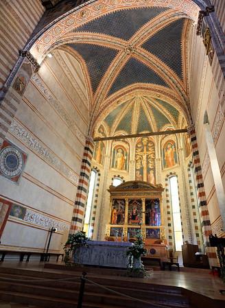 Verona St. Zeno;  vauilts above alter