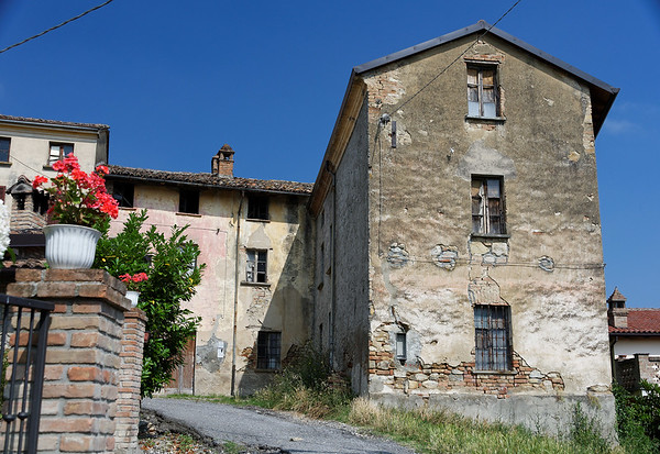 Mondo Antico, Gaminara, old building