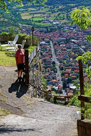La Sognata, Suzanne and the road below