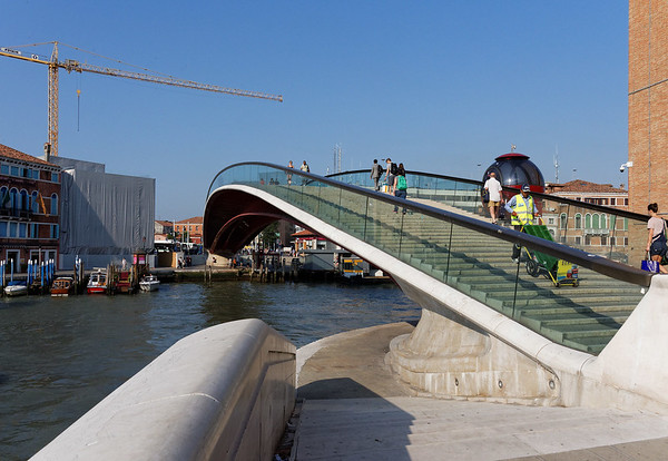 """Bridge from the """"Meeting Place"""" to the train station"""