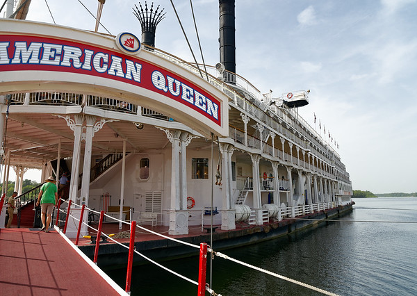Greenville MS - American Queen getting ready to depart for Vickburg