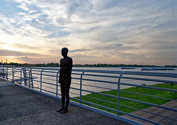 Baton Rouge - statue along the riverfront