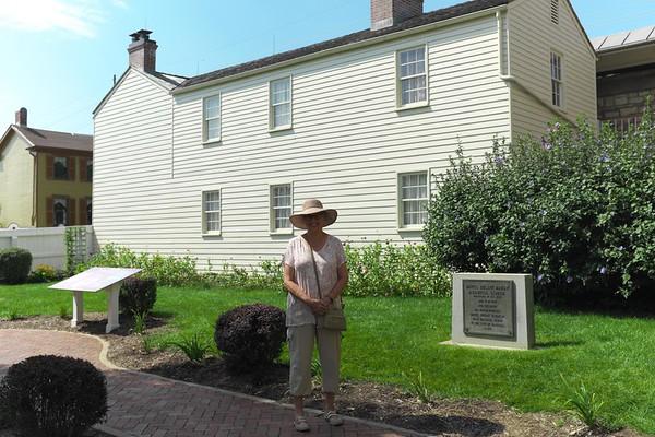 Hannibal MO - garden and house